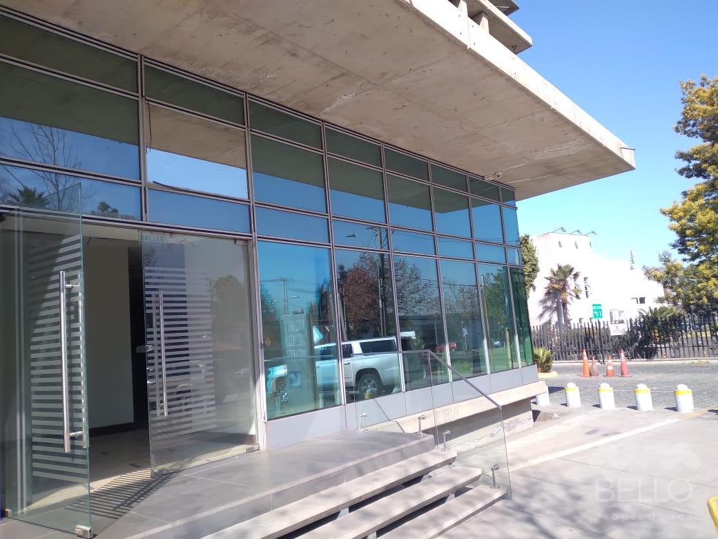 Arriendo Local habilitado Av. Las Condes San Damian 217,36 UF 147,80+IVA
