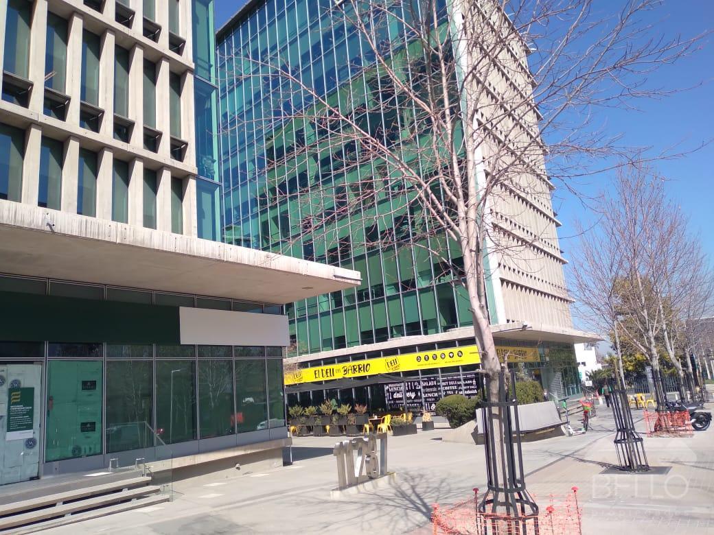 Arriendo Local Habilitada Av. Las Condes - San Damian 209,57 m2 UF 142,51