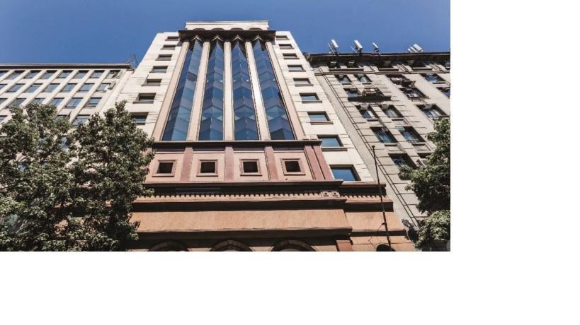 Arriendo Oficina habilitada 1776 m2 Bandera- Moneda UF 622 Santiago