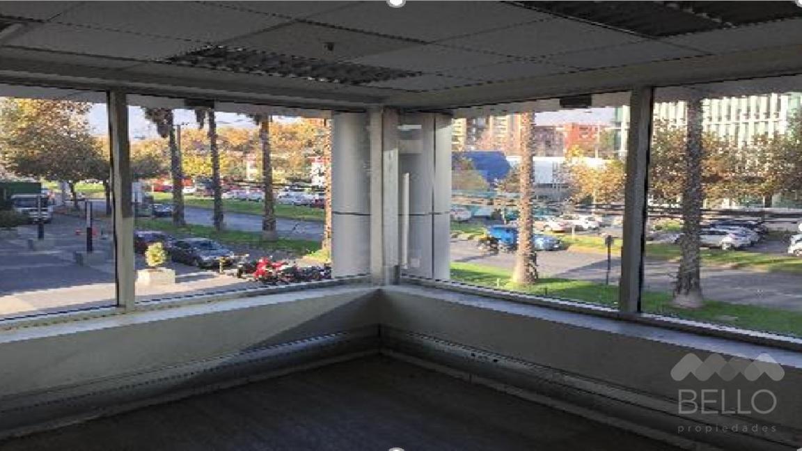 Arriendo Oficinas de 202 y 282 m2 en Av. Las Condes - Vitacura