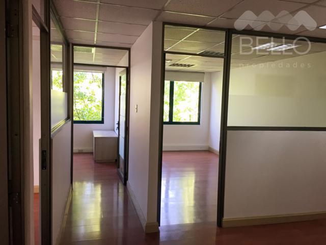 Arriendo Oficinas 137,8 m2 UF 59,3 4P/2B Luis Carrera - Las Hualtatas Vitacura