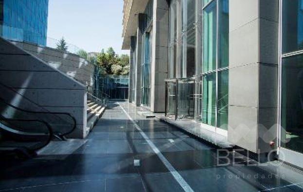 Arriendo Local Av. Las Condes .- San Damian 183,31 m2 UF 55